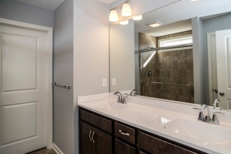 royal-oaks-home-ct-bathroom